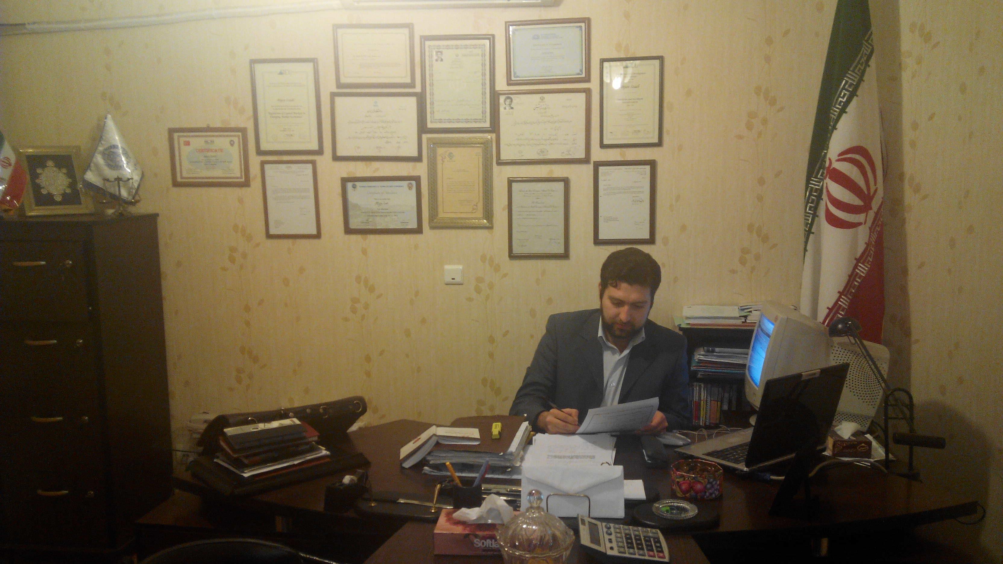 Dr. Arash Izadi